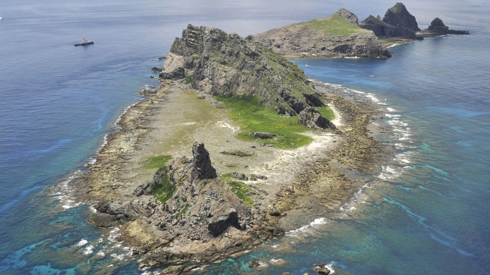 Japan defense chief mulled aerial inspection of isles claimed by China