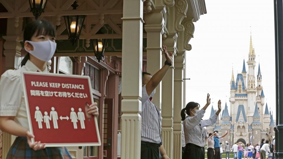 Tokyo Disneyland operator to cut winter bonus by 70% due to pandemic