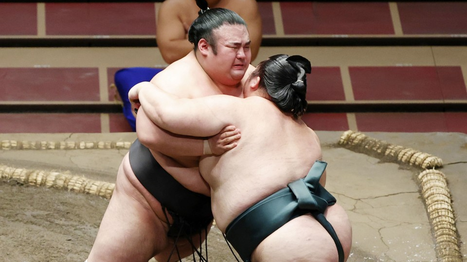 Takakeisho stays head of the class on Day 7