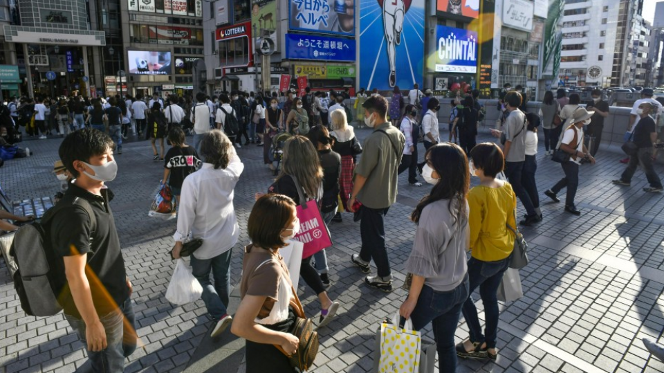 Japan sees week-low 312 virus cases, tourist spots busy on holidays