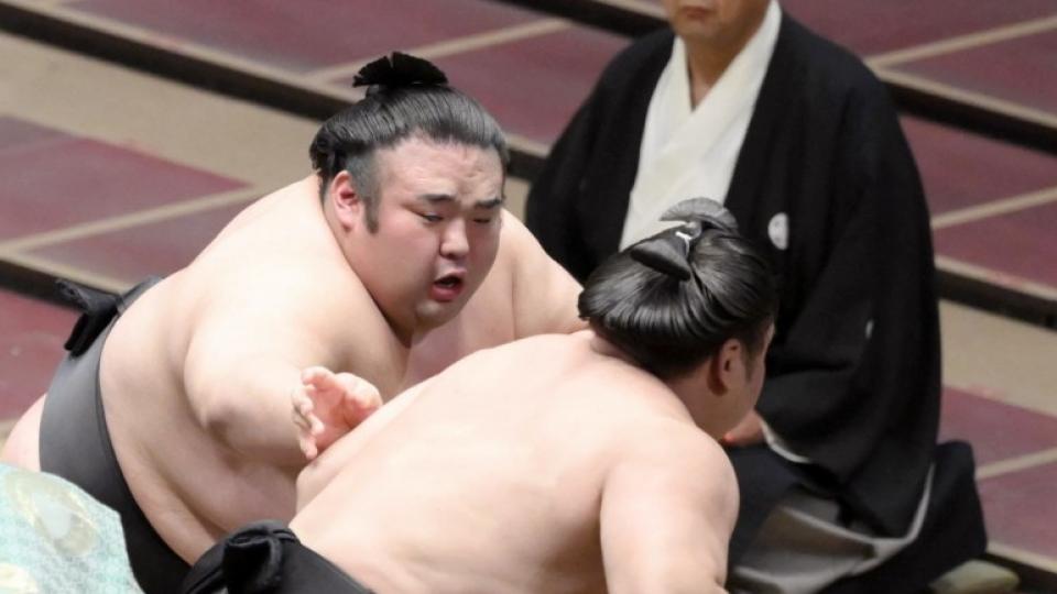 Ozeki Takakeisho bounces back, in 6-way tie at Autumn meet