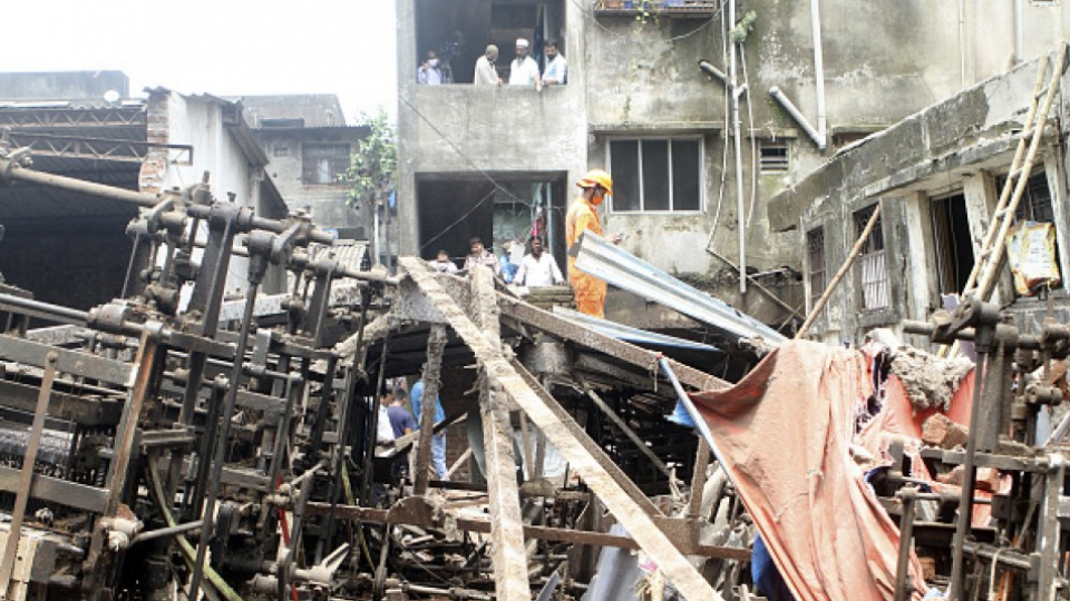 At least 10 dead in building collapse near Mumbai