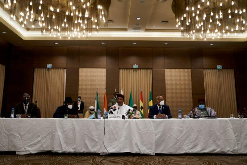Ecowas leaders hold summit on Mali's political crisis