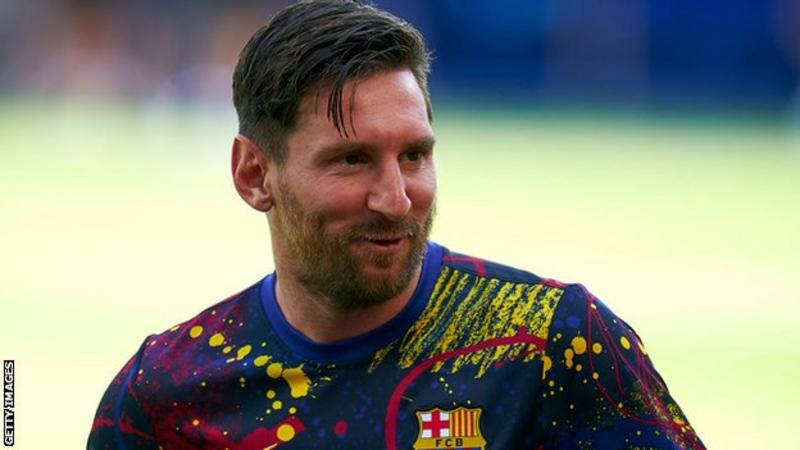Lionel Messi says he will stay at Barcelona