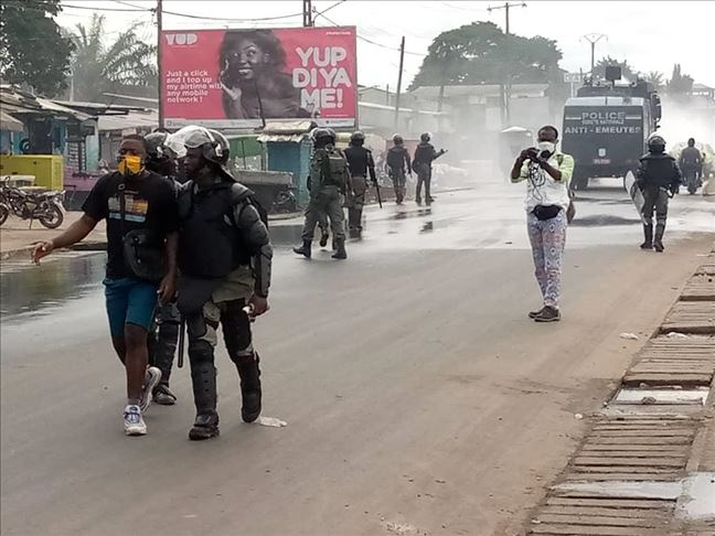 Cameroon: Security forces shoot at anti-government protesters