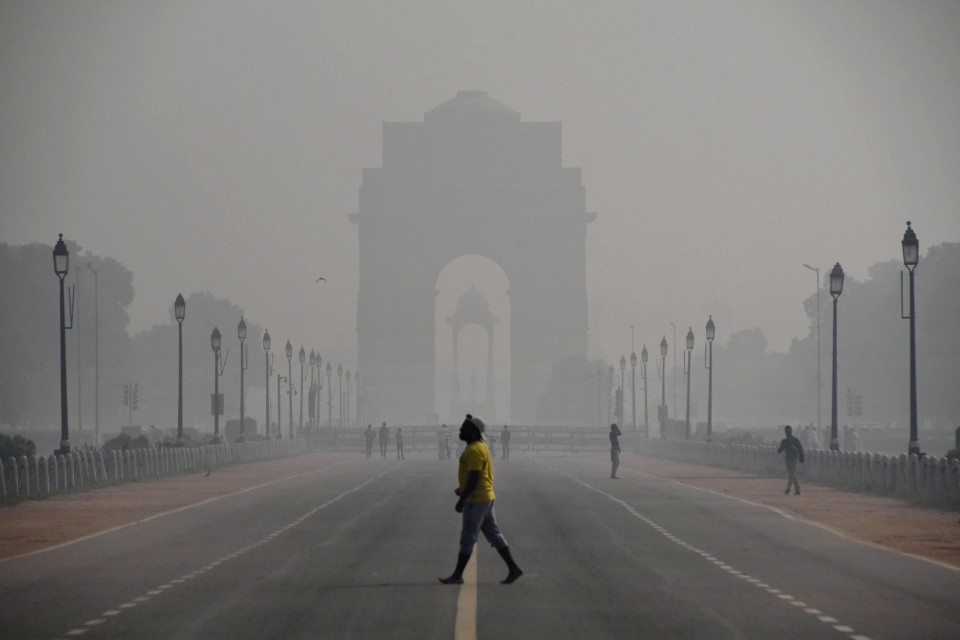 Air pollution worsens in India's Delhi, heightens COVID-19 fears