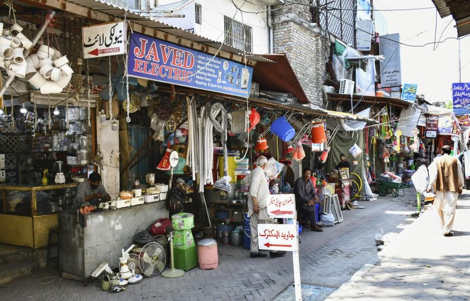 Pakistan not to close businesses despite COVID-19 resurgence
