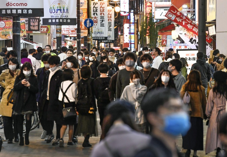 Japan's daily coronavirus cases top 2,000 for 5th straight day