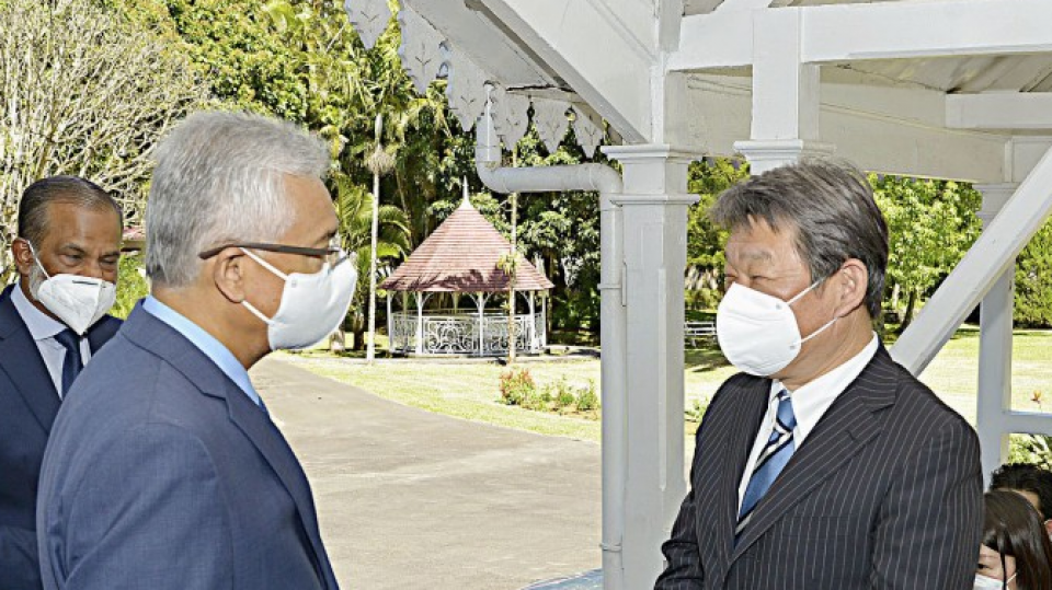 Japan eyes offering 30 bil. yen loans to Mauritius after oil spill