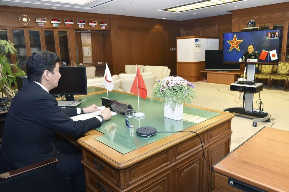 Japan, China to seek early setup of defense hotline amid isles row