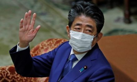 Abe apologizes for false statements on dinner party funding