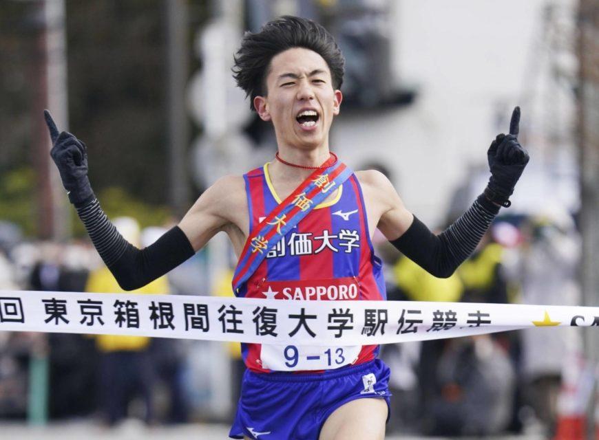 Soka University races to Day 1 lead at Hakone ekiden