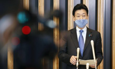 Avoid nonessential outings in afternoon, Japan virus response chief says