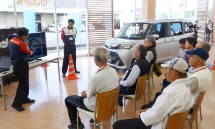 Osaka police program encourages older drivers to try carless life
