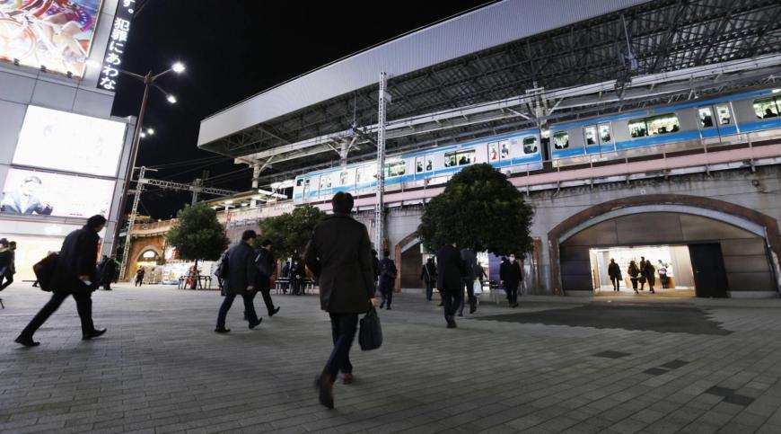 Last trains in Tokyo area to leave earlier amid virus resurgence