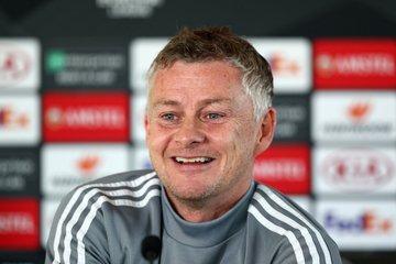 Solskjaer says Man Utd are not title contenders