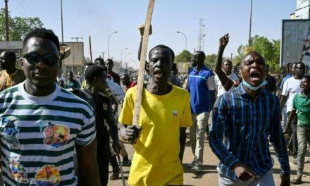 Niger: Protests erupt after Bazoum wins presidential run-off vote