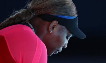 Serena Williams leaves news conference in tears after Osaka loss