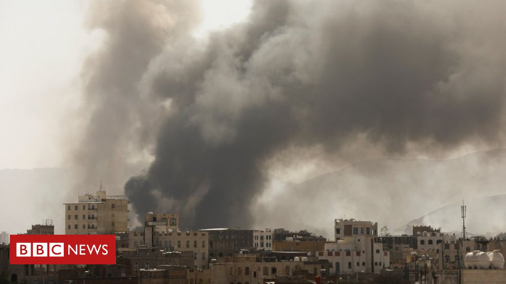 Yemen war: Many feared dead after fire at migrant detention centre