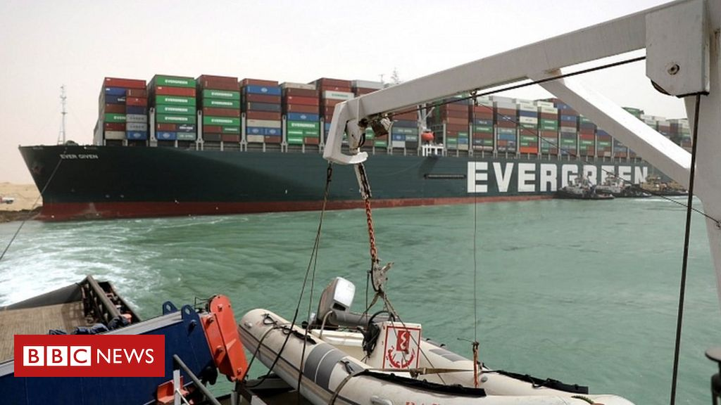 Suez Canal: Fresh effort to refloat wedged container ship