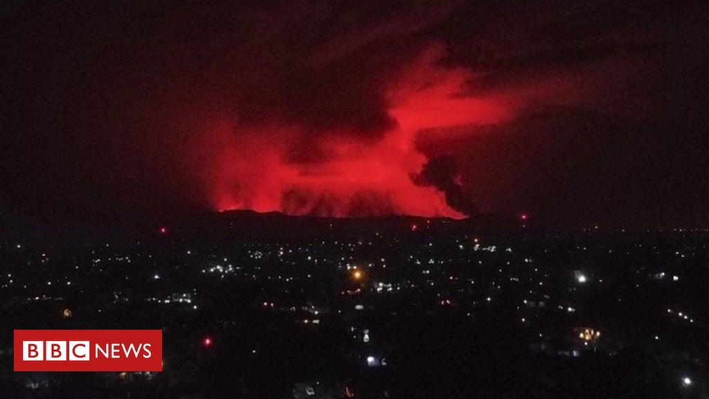 Mount Nyiragongo: People flee as DR Congo volcano erupts