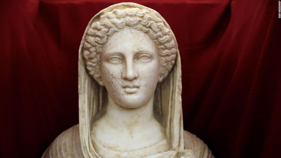 Ancient looted statue returned to Libya