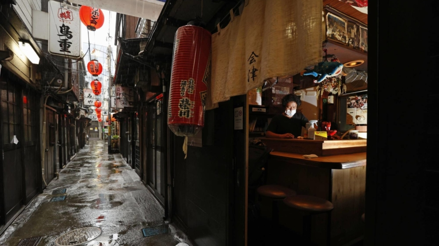 Suga administration's alcohol ban blunder shows limits in virus approach