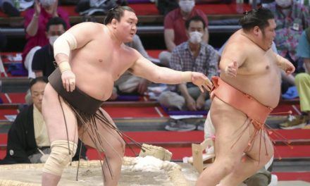 Hakuho and Terunofuji remain on collision course in Nagoya