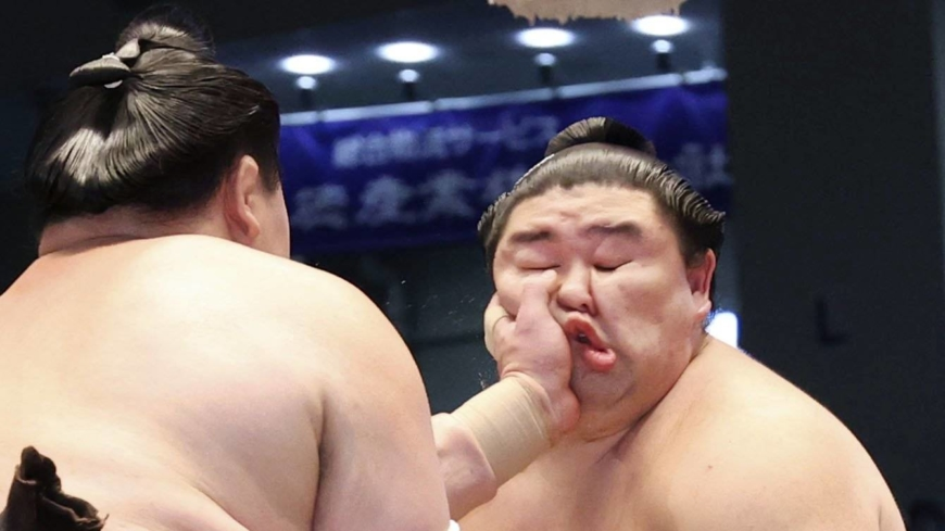 Hakuho and Terunofuji stay perfect to set stage for thrilling finale in Nagoya