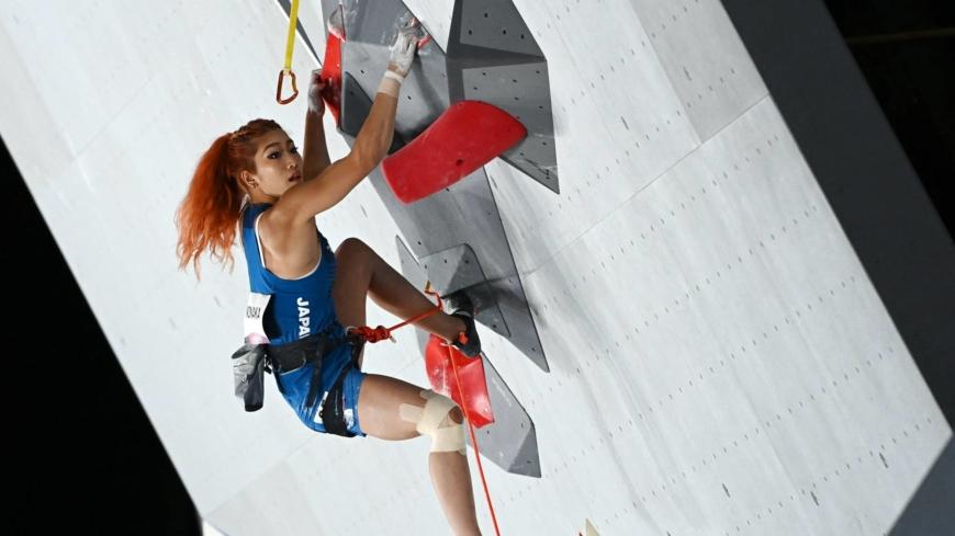 Japan's Miho Nonaka and Akiyo Noguchi qualify for sport climbing finals