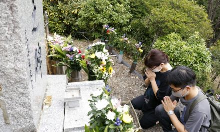 Kin remember JAL crash victims on 36th anniversary